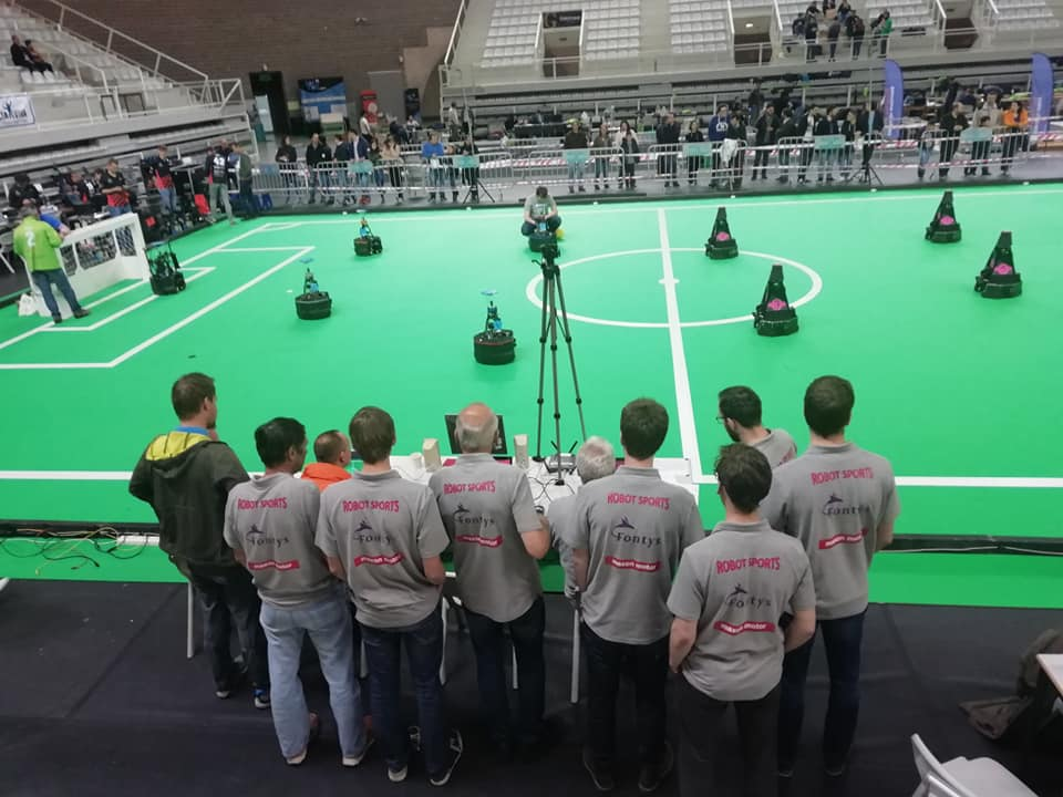 Watching one or our matches during Festival Nacional de Robótica 2019 :-D